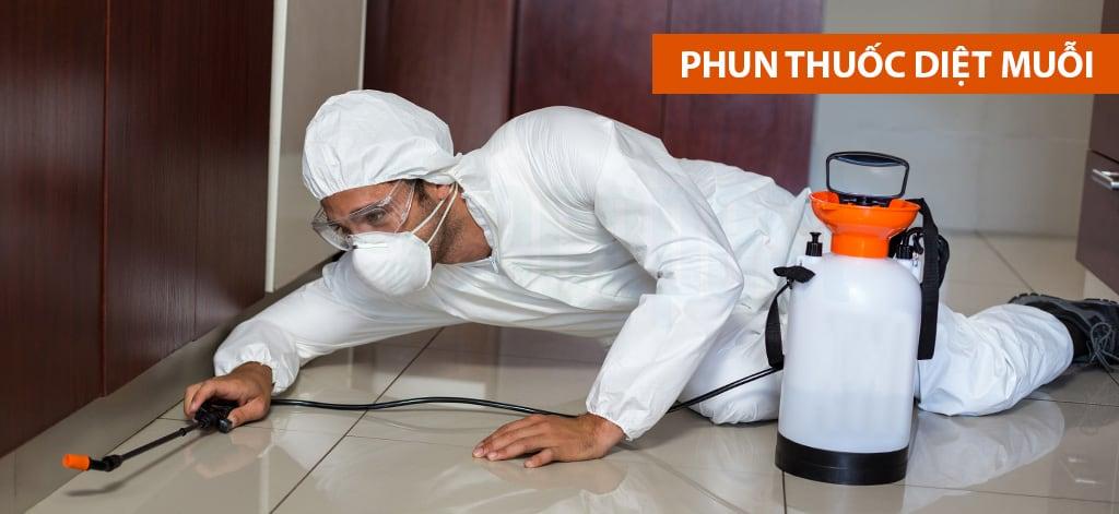 Phun thuốc diệt muỗi tại nhà an toàn, hiệu quả